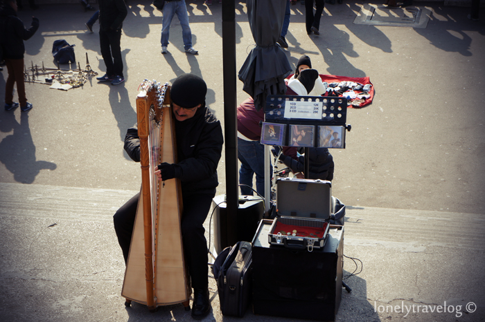 Harpist monmartre