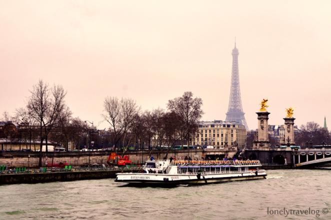 Bateux-Mouches - Eiffel Tower