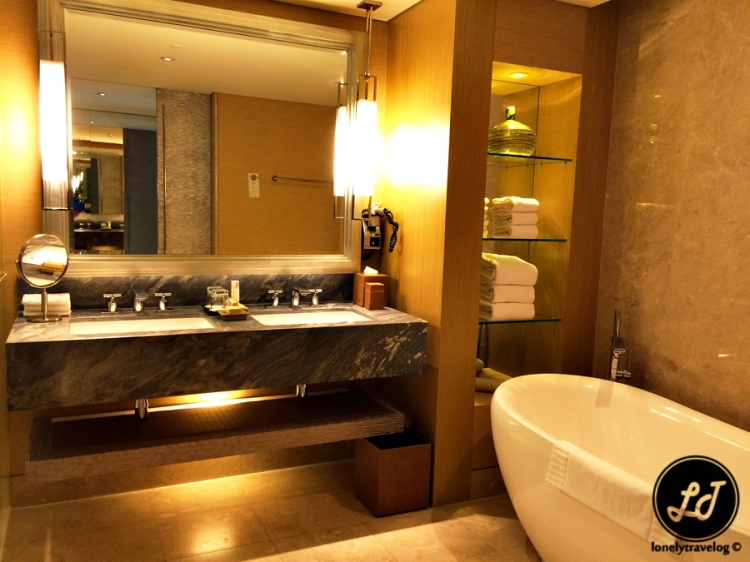 Premier Room - Bathroom